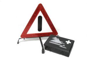 Warndreieck mit Verbandskasten