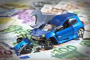 Auto mit Geldscheinen